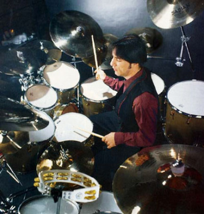 Jimmy's MCIS-era kit, with multiple Sabian cymbals visible